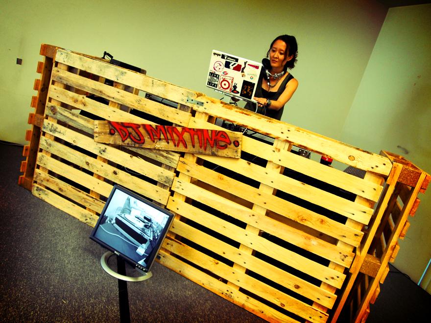 beat booths booths bars dj booths outdoor techno outdoor dj outdoor ...: https://www.pinterest.com/groutides/pallet-djbox/