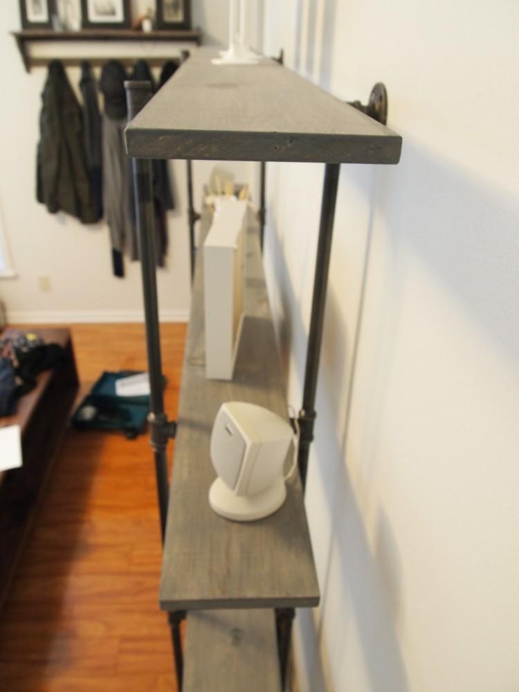 DIY Industrial Pipe Shelf (4/6)