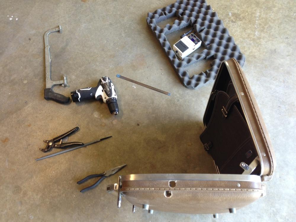 DIY Vintage Briefcase Guitar Effects Pedalboard (PART 2)  (1/6)
